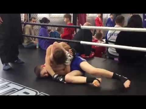 Pankration kids fighting Profi