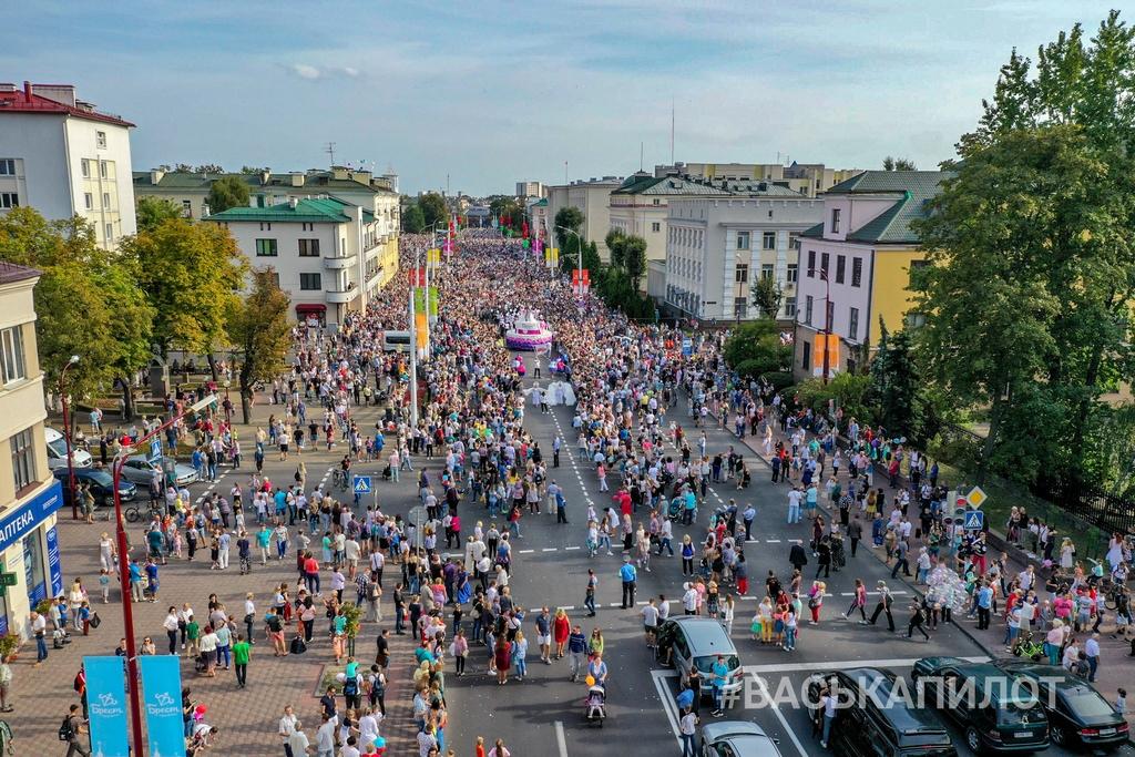 Предлагаем вам оценить масштабы Брестского карнавала с высоты птичьего полёта