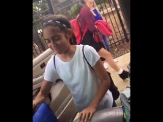 Брат забирает сестру из школы, под хиты 2000-х