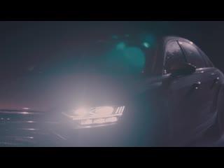 Безупречный источник света в мерцании городских огней. Audi A8.