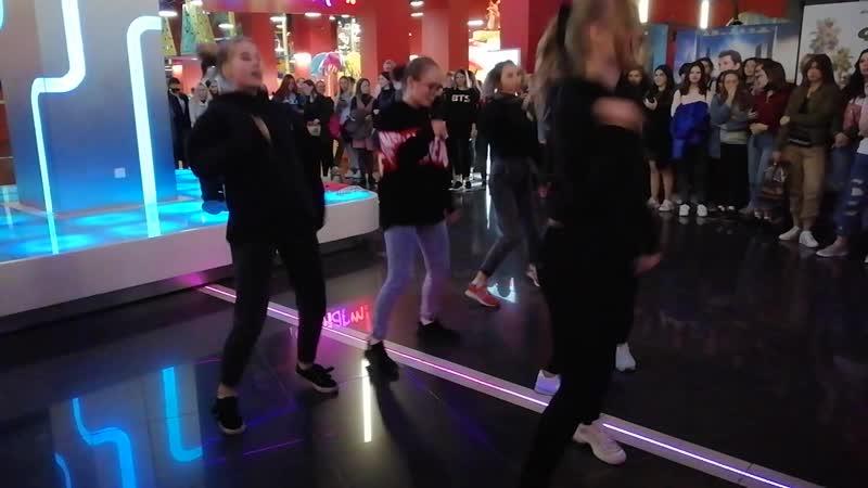 Флешмоб в ТРЦ НЕБО на премьеру фильма BTS BRING THE SOUL
