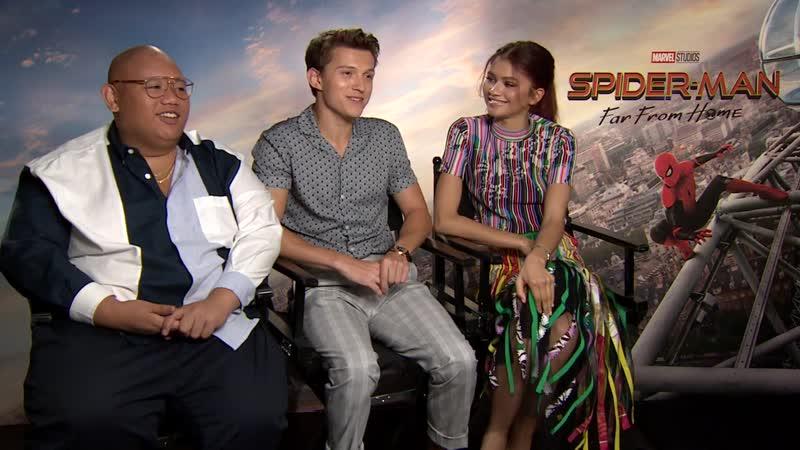 Зендая, Том Холланд и Джейкоб Баталон дают интервью в рамках пресс-тура фильма «Человек-Паук: Вдали от Дома»