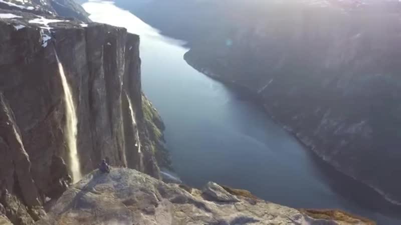 Норвежские покупатели, видео, снятое с четырехосного дрона, очень красиво.