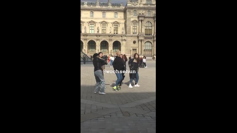 191007 @ ITZY dancing to ICY at the Louvre in Paris