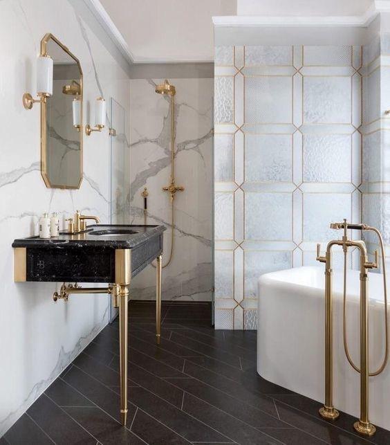 Металлические поверхности в ванной