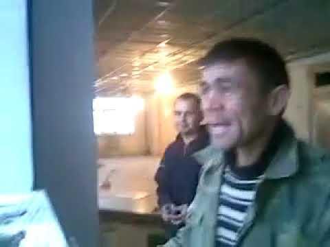 узбек поет индийскую песню