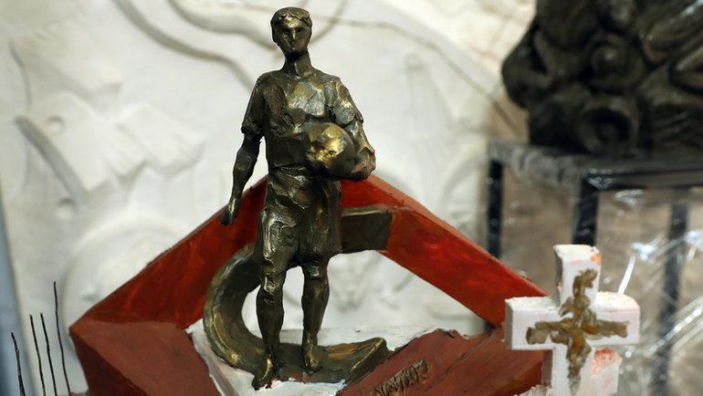 Памятник с подвернутыми гетрами. О мемориале, который появится на могиле Федора Черенкова