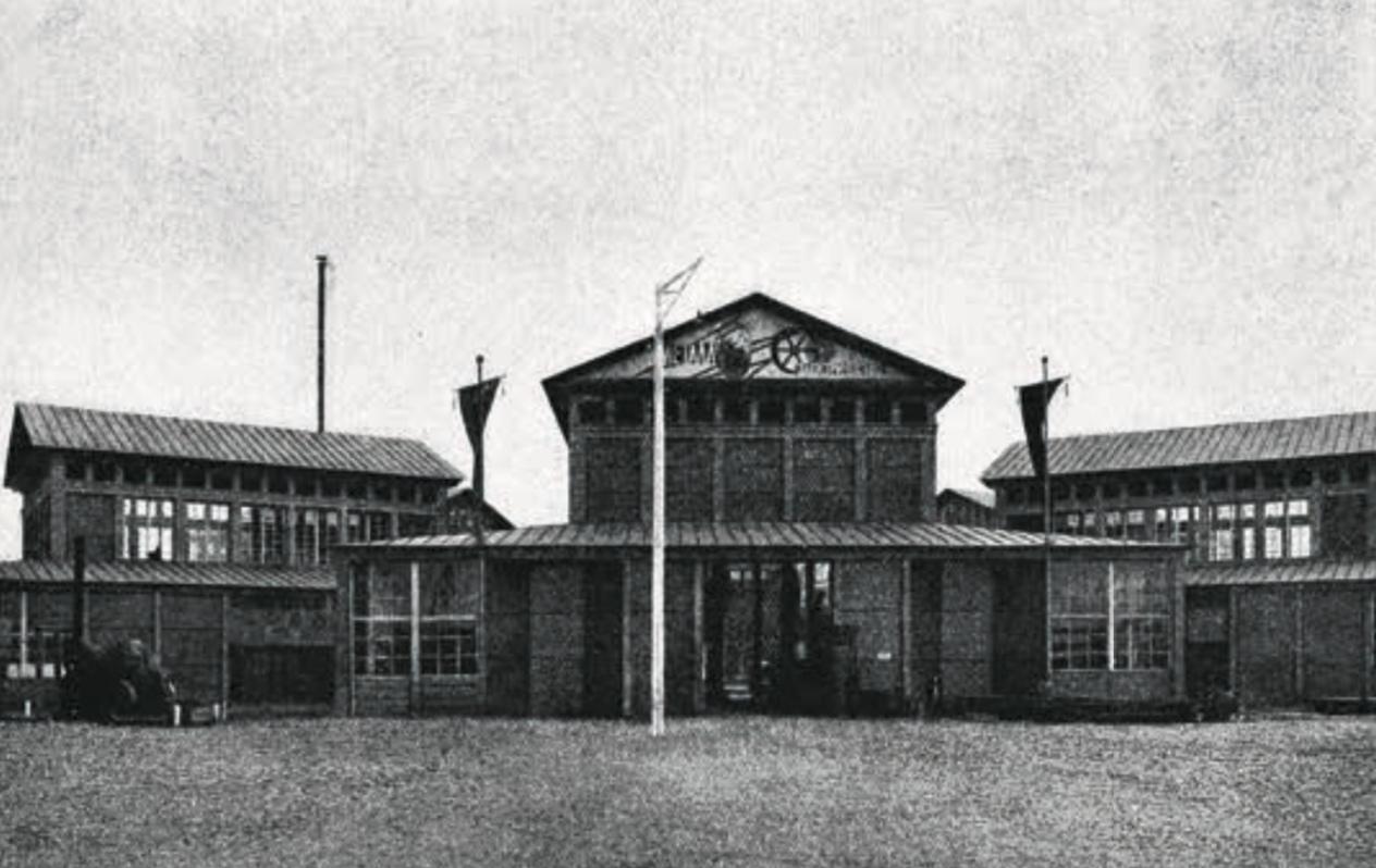 Вид на главный вход павильона «Машины и орудия». 1923. Коллекция А. Лахмана.