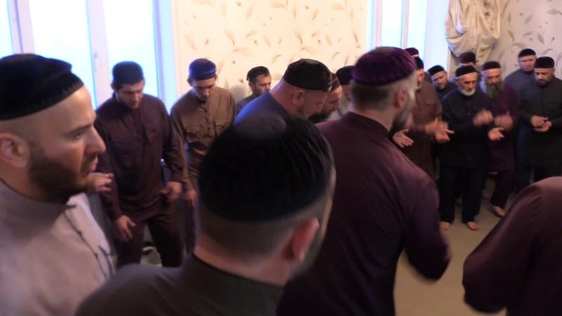 16 04 2019г Похороны у Чахкиевых в с Чермен 2 я ночь умер Чахкиев Сулейман 1