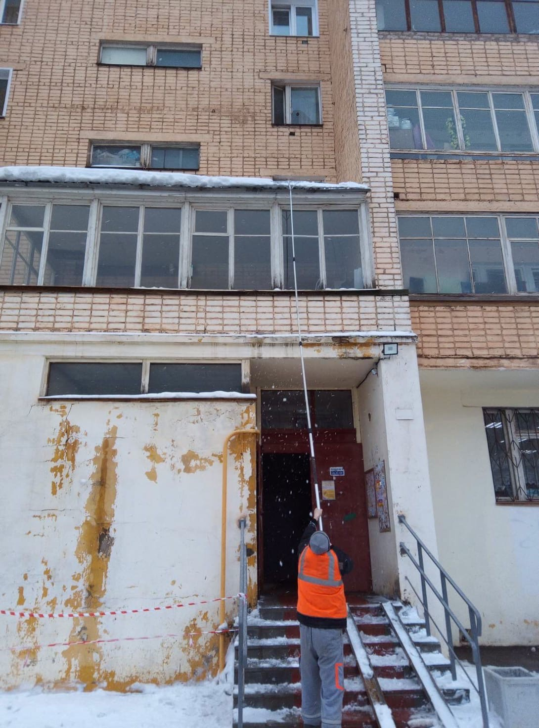 Улица Кольцова дом 22 чистка козырьков