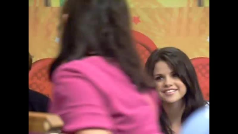 Selena dances to Demi's song