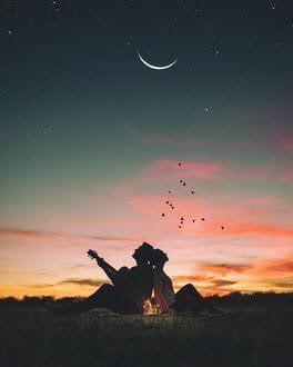 Есть женские души, которые вечно томятся какой-то печальной жаждой любви и которые от этого самого никогда и никого не любят