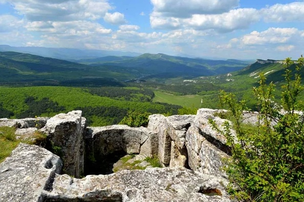 Мангуп Кале - крупнейший пещерный город Крыма, изображение №8