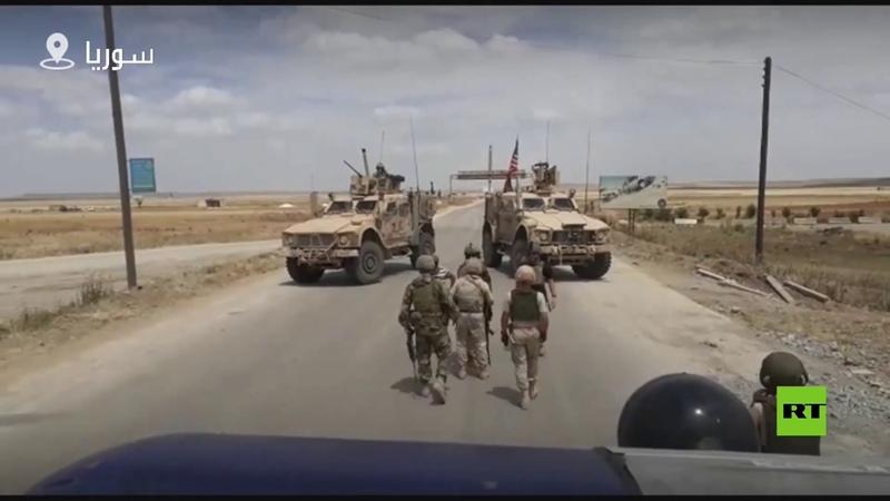 شاهد قوة أمريكية تحاول اعتراض دورية روسية شمال سوريا