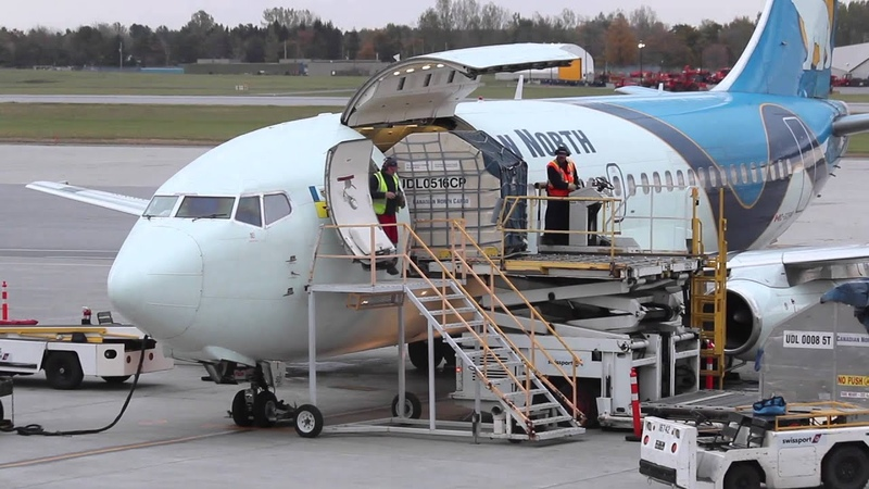 Classic Boeing 737-200 Combi Unloading - Passengers Cargo - Canadian North Airlines