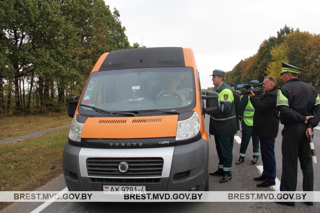 Женщина везла пассажиров из Гродно в Брест без лицензии на пассажирские перевозки