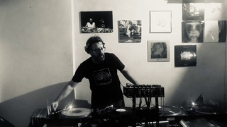 Under Club 14 Anti Covid-19 / Mariano Blanco