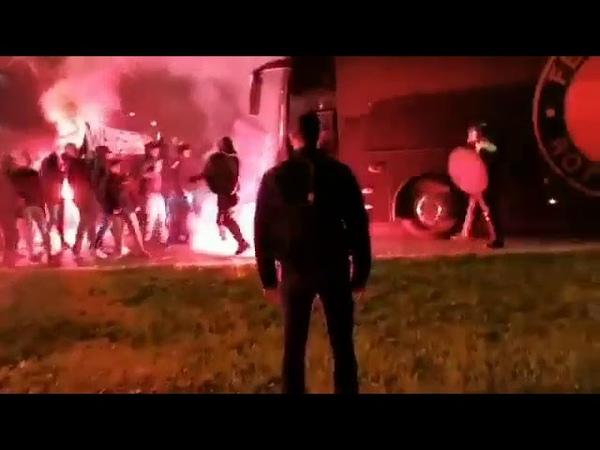 Feyenoord supporters wachten spelersbus op na Ajax - Feyenoord