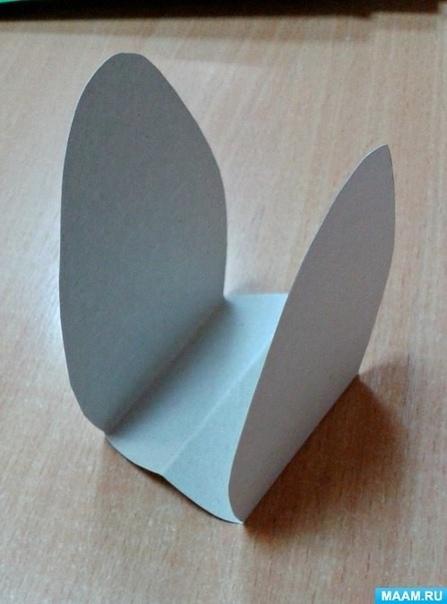 Поделка из бумаги: Грибочки Аппликация не сложная, но очень хорошо развивает мелкую моторику и умения вырезать по контуру. Для работы нам понадобились: белый картон, коричневая, желтая и зеленая