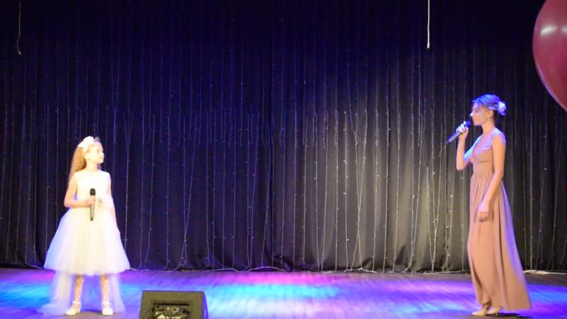 Концерт ко Дню учителя. Выступают ученица Киселёвской ДШИ Валерия Мащенко и её педагог Кристина Юрьевна Клименко.