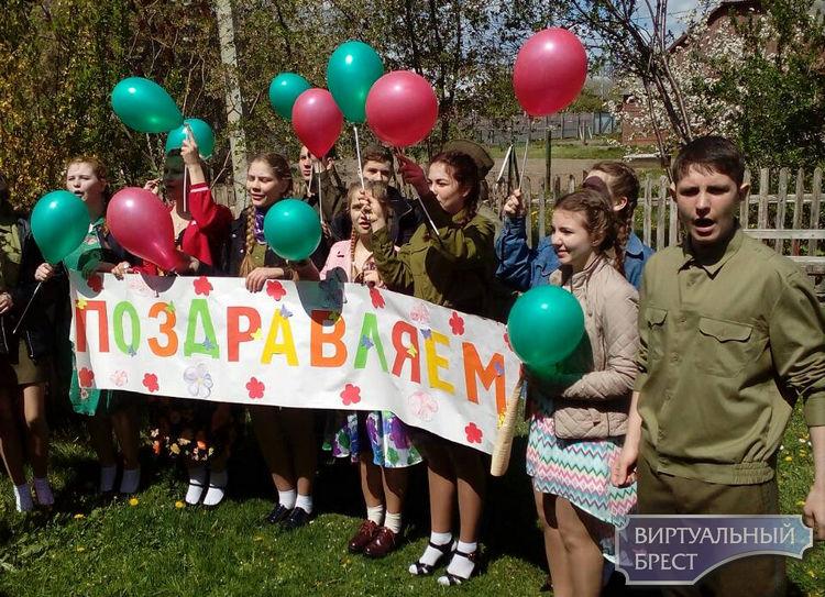 В Кобрине ветеранов поздравляют на дому