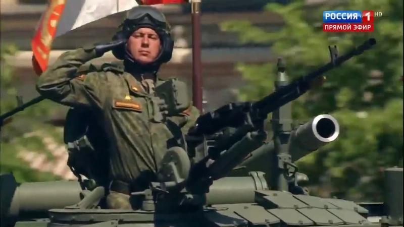 Невероятная съёмка парада Ксавьера Камера прошла сквозь дуло танка