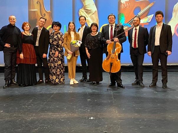 15,18 января 2021 г, участие Олега Погудина в гала-концертах в связи с фестивалем «Открытое искусство», Великий Новгород DrXMUEpr-OM