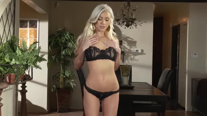 Порнозвезда Cameron Dee и её стриптиз в чёрном.