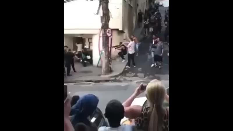Банда отбивает главаря у полиции Бразилия