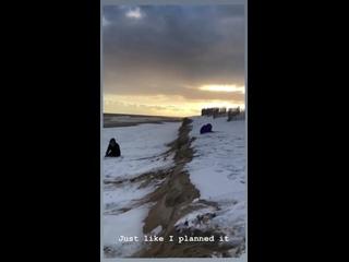 Джереми Стронг любит снег