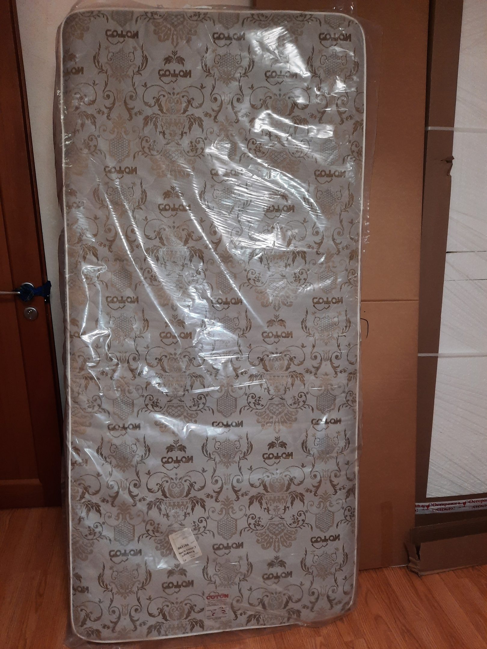 Матрас 90×190, чистый, не продавленый, не обписаный)) спал взрослый ребенок.