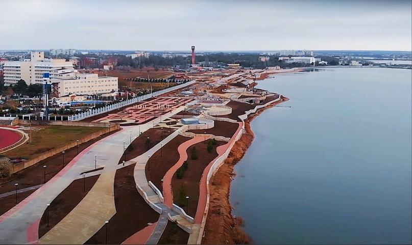 В Саках близится к завершению масштабное строительство набережной на берегу целебного озера