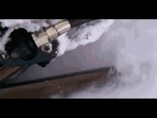 Система сверхзвукового воздушного пистолета даёт возможность удалить лед и снег с рельс во время движения поезда