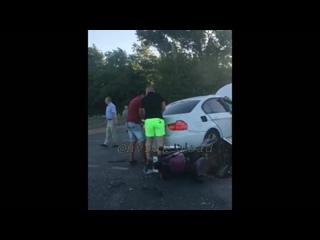 02.06.18 ДТП Мысхакское шоссе. Мотоцикл и бмв, на мото парень и девушка.