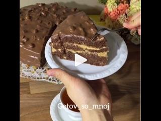Торт «Сникерс» (ингредиенты указаны в описании видео)