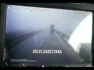 Видео  момента аварии  в Калмыкии  где сегодня  погибли  трое  молодых  парней (21,28,29 лет) с Кизилюртовского района . Да прос