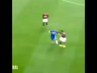 Подборка пробросов между ног в исполнении невероятного Роналдиньо