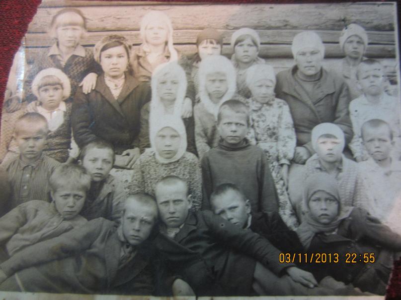 А.Г.Сабанова (в третьем ряду, вторая слева) в первые годы работы.