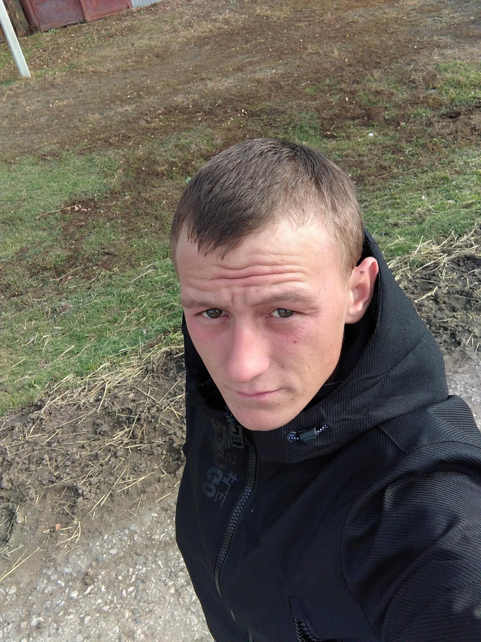 Антон, 21, Topki