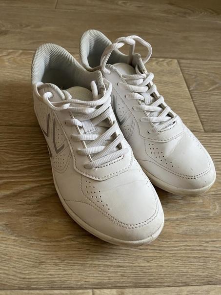 Кроссовки 500 о за 2 пары белые почти новые, цветные в но...