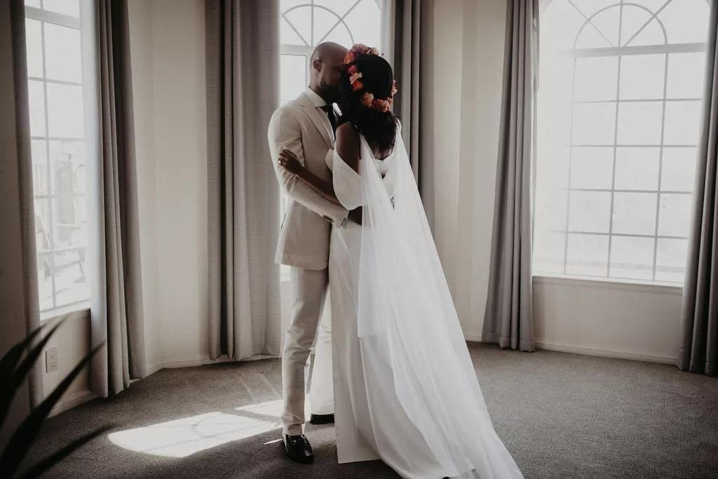 uD2hoI6G3ok - Найти свадебного ведущего оказалось проще простого