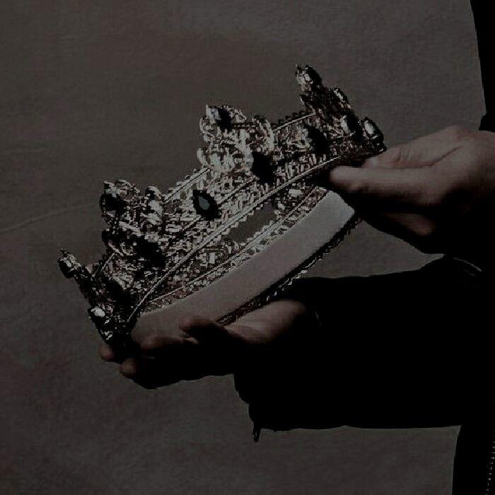 Всё, чего я хотела, стало костями и прахом. Бессмысленными словами, бездушным го...