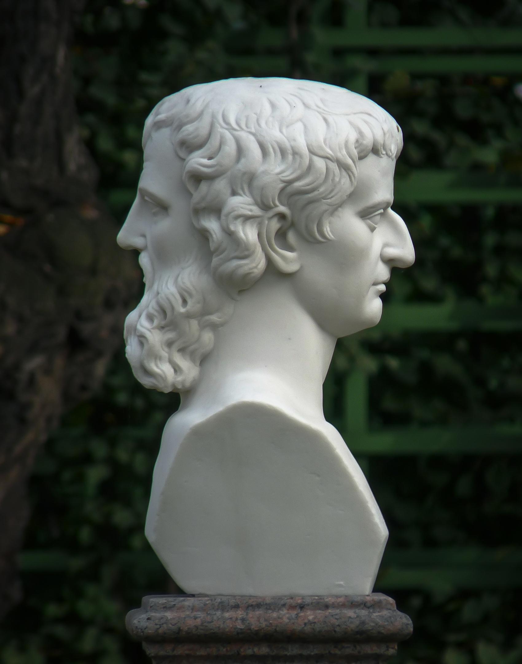 Двуликий Янус в Летнем саду Санкт-Петербурга