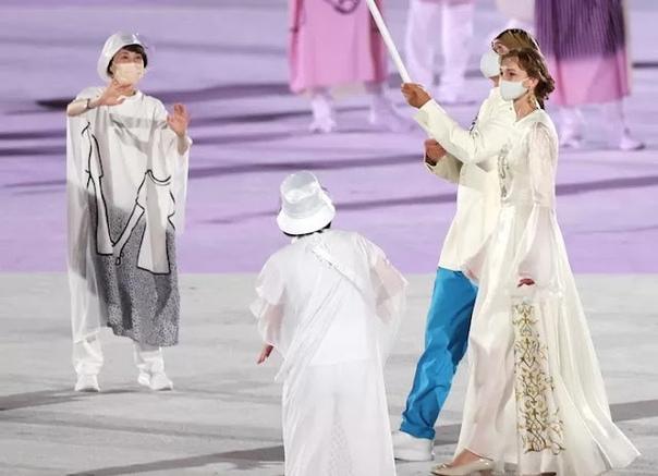 Каналы засняли казахстанскую спортсменку на церемонии открытия Олимпиады в Токио