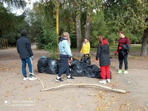 Группа добровольцев отправилась на уборку Советско...