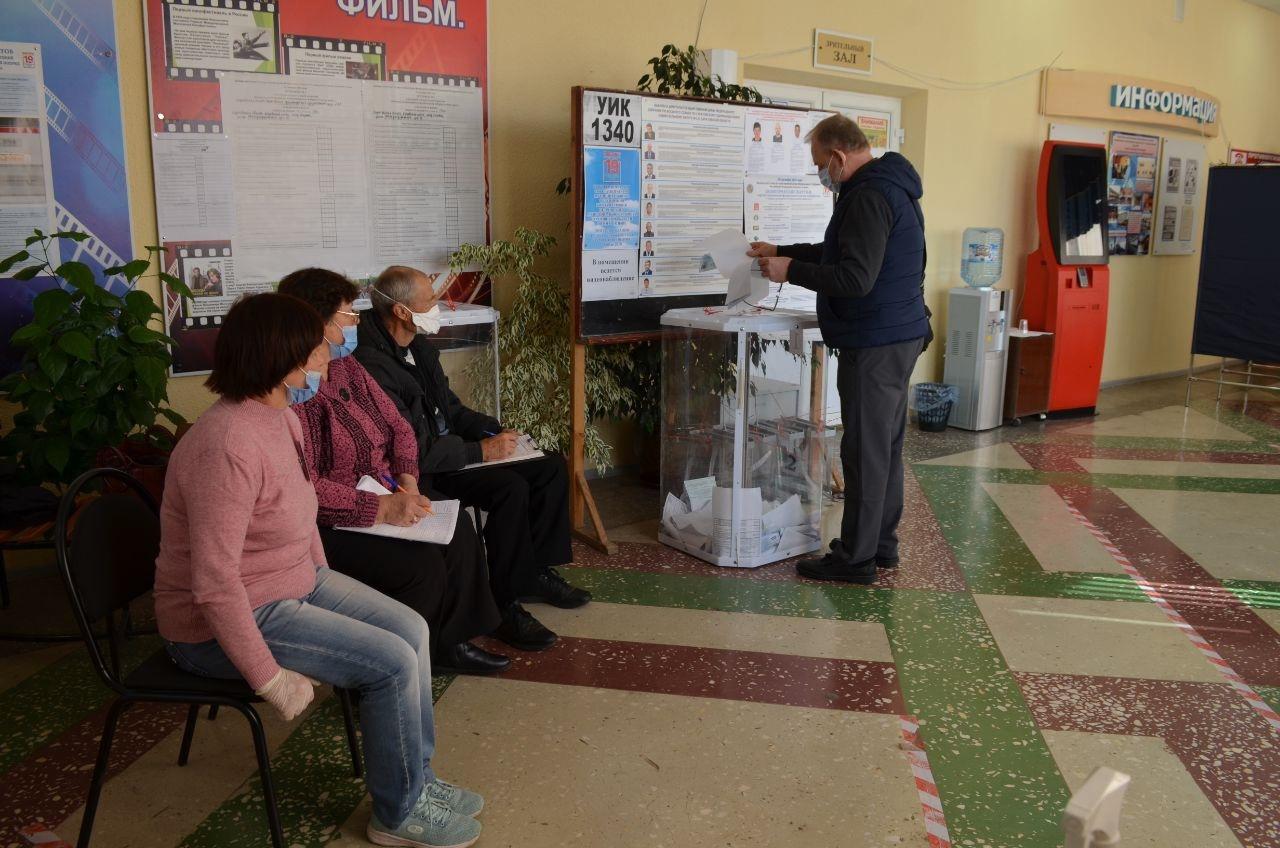 До завершения голосования на выборах депутатов Государственной Думы восьмого созыва и депутатов городского Совета пятого созыва остаётся чуть меньше двух часов