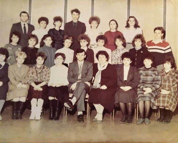 Учитель - всегда учитель. На фото в центре - дирек...