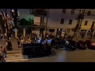 А в Питере, люди устали от карантина и устроили тусу прямо на Рубинштейна