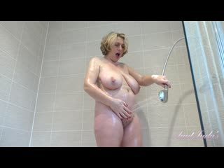 Camilla - спинку не потрешь?(#porn #solo #pussy #fingering #ass #shaved #mature #mom #granny #masturbation #shower #wet)