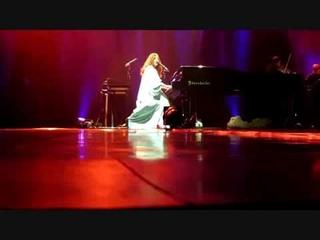 Tori Amos vs. Security & Tori vs. rude fans